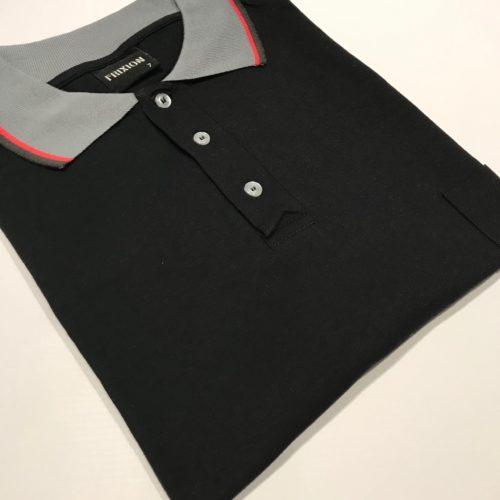Chomba negra Frixion/SB cuello combinado con bolsillo talles grandes.