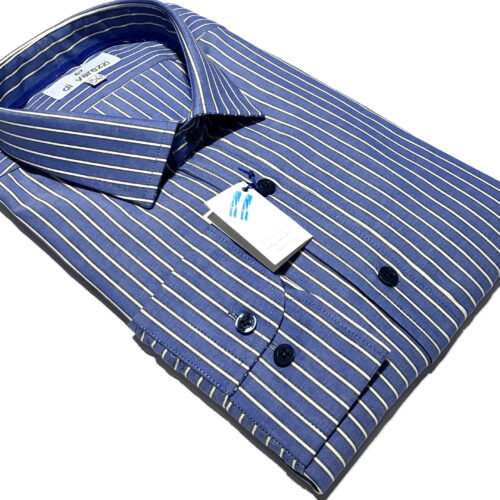 Camisa azulino rayas blancas.